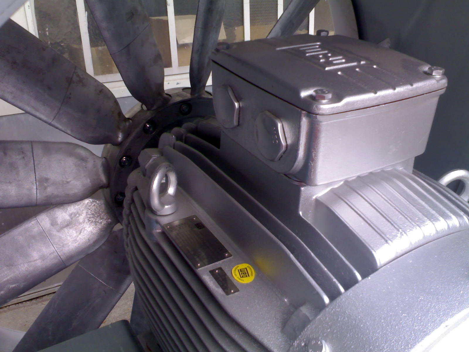 Detailansicht Motor eines Brandgasventilators