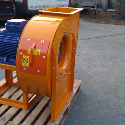 Direktgetriebener Radialventilator in oranger Sonderlackierung